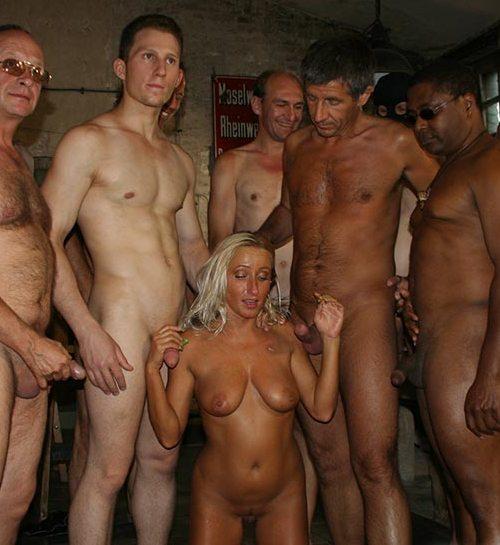 blondes Fickmoster beim extrem Bukkake Sex